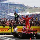 """ВИДЕО: Затоа е најомилен возач во Ф1: Кими со еден збор ги """"тролаше"""" во гаражата на Ферари!"""