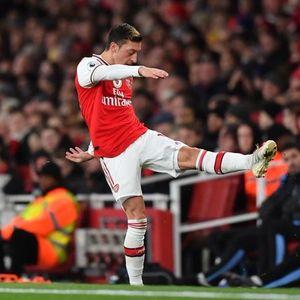 Сити лесно го прегази Арсенал – Озил повторно со нервозна реакција и негативни овации