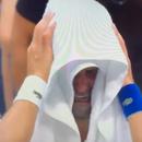 Психолог за Ѓоковиќ: Солзите се лажни, плачеше за да го сврти натпреварот