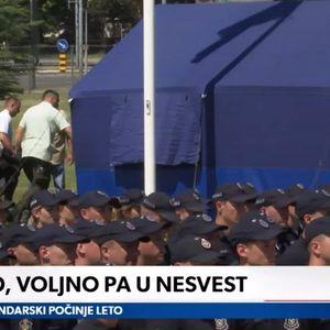 Dok Vučić drži govor policajci padaju u nesvest