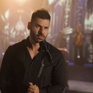 Српскиот пејач Ненад Цвијетиќ познат по ноќните журки во Белград објави спот за новата балада