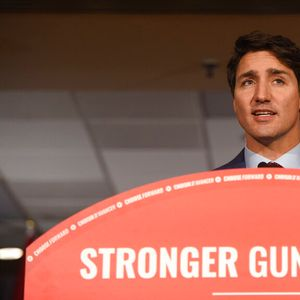 Justin Trudeau tries to put blackface scandal behind him, pledges to ban assault rifles in Canada
