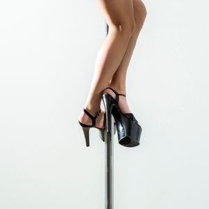 Stripper who went viral after 15-foot fall from pole at Texas club wants to be food critic