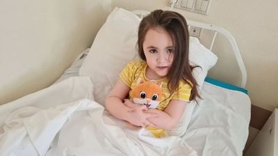 Хирурзи от Новосибирск осъществиха сложна операция на момиченце с кристална болест