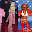 13 от най-откачените облекла на наградите Грами през годините