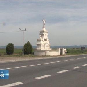 """Spomenik """"Kipovi"""" - večna uspomena na sprečavanje epidemije kuge u Sremu"""