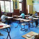 Mali maturanti polažu test iz matematike