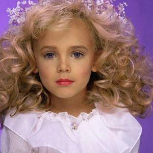 Ужасяващото убийство на малката Кралица