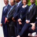 Меркел изслуша химна седнала