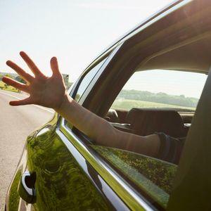 ЕДНОСТАВЕН ТРИК како да разладите вжештен автомобил за само 10 секунди