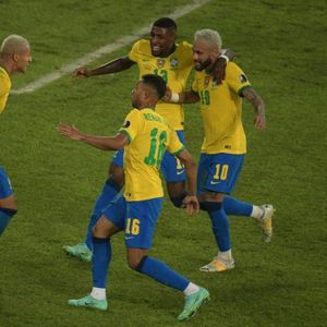 "Бразил ""заигра самба"", Перу декласиран"