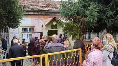 После 19 часот ќе гласаат сите кои ќе се затекнат во дворот на избирачкото место