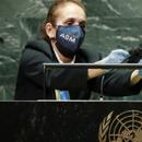 МАЛ КОНДОМ ЗА МИКРОФОН: Интересна тактика на ОН против ширење на коронавирусот