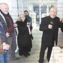 Завършил в България чешки художник нареди впечатляваща изложба в Благоевград, откри я с домашни сладки на съпругата си музикант, чешка бира и бехеровка