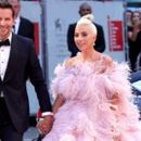 Фенове обвиниха Лейди Гага за раздялата на Брадли Купър и Ирина