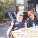 Дългогодишните приятелки доц. д-р Дафина Костадинова и бизнесдамата Маргарита Караджова на кафе и сладки приказки в центъра на Благоевград