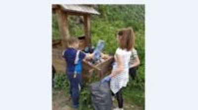 """Малчугани от Бистрица събраха чували с боклуци, оставени от туристите, """"наводнили"""" планината през уикенда"""