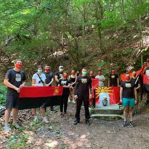 БЕЛАСИЦО, КРИКНИ И ЗАПЛАЧИ ЗА ТВОИТЕ СИНОВИ: Младите на ВМРО-ДПМНЕ се искачија до местото каде беа убиени Петте струмички студенти!