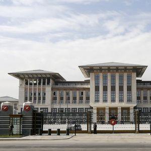 Погледнете ја палатата во која ужива Ердоган, таа е 30 пати поголема од Белата куќа и има таен нуклеарен бункер!