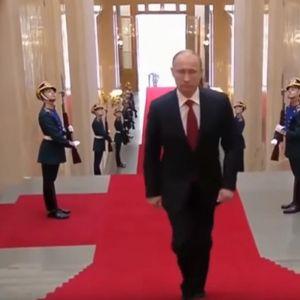 Откриена една од тајните на КГБ: Путин од шпионите учел како да се движи, а еве зошто секогаш ја држи десната рака покрај телото