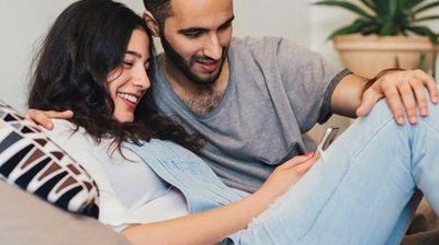 Ниедна љубов не е толку вечна за да ја истетовирате на раката - но што ќе кажете за овој нов тренд?