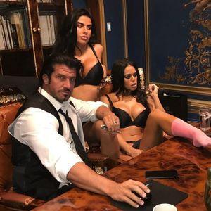 Познатиот Кендимен е познат по оргиите со секси девојки, но за Денот на вљубените направил нешто потполно неочекувано