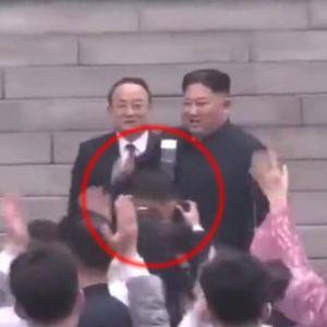 Личниот фотограф на Ким три секунди му го сокрил лицето: Тоа му била последната грешка, казната дошла експресно