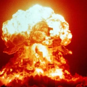 """""""Ако идниот научен експеримент тргне на лошо, луѓето сами ќе се истребат"""""""