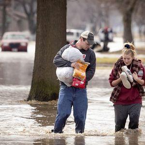Во страшни поплави во Америка загинаа 4 лица: Сè е уништено, а властите стравуваат дека ќе биде полошо