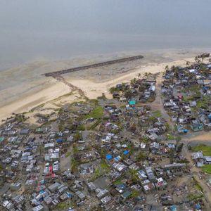 Сè ни е уништено, кажете му на светот дека патиме: Вака од воздух изгледа пустошот по страшната олуја на југот на Африка
