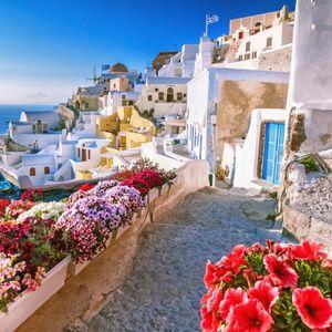 Најубавиот грчки остров: Сино-белата убавица Санторини