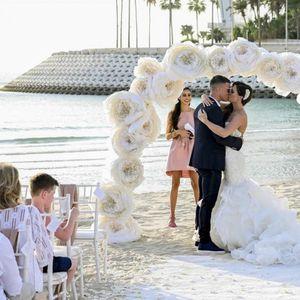 Венчавка од соништата: Инстаграм ѕвездата направи раскошна церемонија на плажа во Дубаи