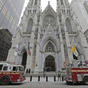 Со бензин и запалка влегол во катедрала: Њујоршкиот професор со бизарно објаснување зошто го направил тоа после пожарот во Нотр Дам