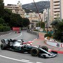 Хамилтон го издржа притисокот на Ферстапен и го освои Монако