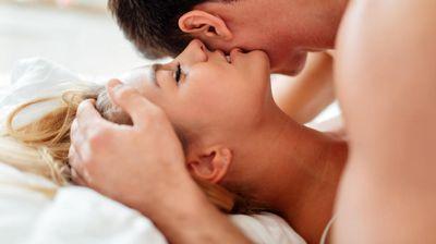 Заборавете на секси долна облека: Овој секојдневен предмет ќе ви го подобри сексуалниот живот