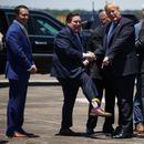 Хит! Американскиот претседател полудел по чорапите со неговиот лик! Имаат дури и коса