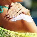 Научниците откриваат: Хемикалиите од кремите за сончање брзо се апсорбираат во крвотокот