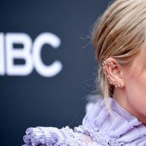 Пејачката ја офарбала косата речиси до непрепознатливост, а еве зошто