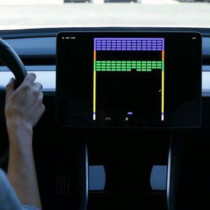 Ако имате Tesla, тогаш не ви треба гејминг конзола!
