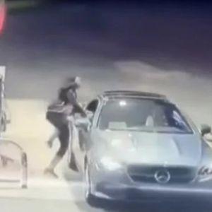 Се обидел да ѝ го украде автомобилот на бензинска станица, а нејзината реакција го запрепастила