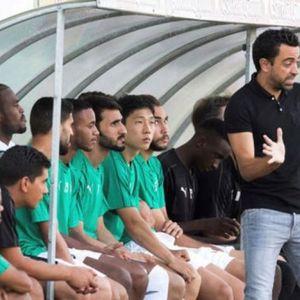 Реакциите и гестикулациите на Чави за време на дебито како тренер