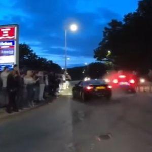 Морничава снимка: Најмалку 17 повредени на улична трка откако автомобил влета во група луѓе