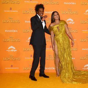 """Бијонсе на премиерата на филмот """"Кралот лав"""" прошета со шлиц до колкот, надвиснати гради и неочекуван вишок килограми"""