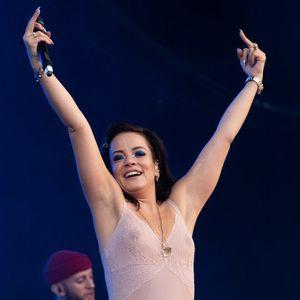"""Дискографската куќа ѝ го раскинала договорот: """"Албумите не се продаваат, а песните ѝ се лоши"""""""