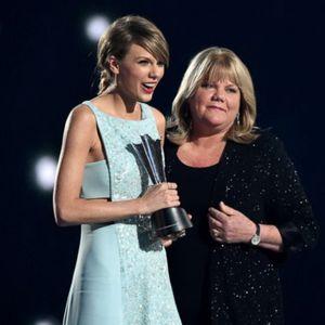 Парите не можат да купат здравје: Тејлор Свифт ѝ напишала емотивна песна на својата мајка која по втор пат се бори со опасната болест
