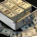 По грешка добиле 120.000 долари и речиси сè потрошиле, а потоа завршиле на суд