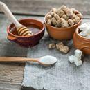 Дали му правите услуга на организмот доколку наместо шеќер користите мед? Одговорот ќе ве изненади