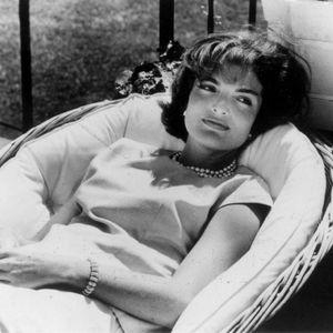 Нејзиниот сопруг ја затворил во психијатриска болница и ја лекувал со електрошокови: 12 помалку познати факти за Џеки Кенеди