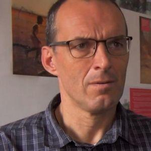 Свештеник осуден за злоставување на деца, а сега повторно работи со нив: Го пратиле во Африка, повторно силувал деца