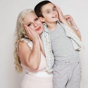 Се откажала од гламурот и живее со 16.000 месечна плата: Маја Оџаклиевска денес живее скромен живот со својот внук кој има аутизам